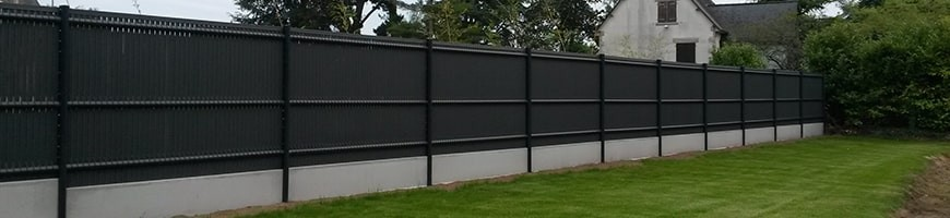 Occultant à lattes en PVC pour clôture en panneau rigide